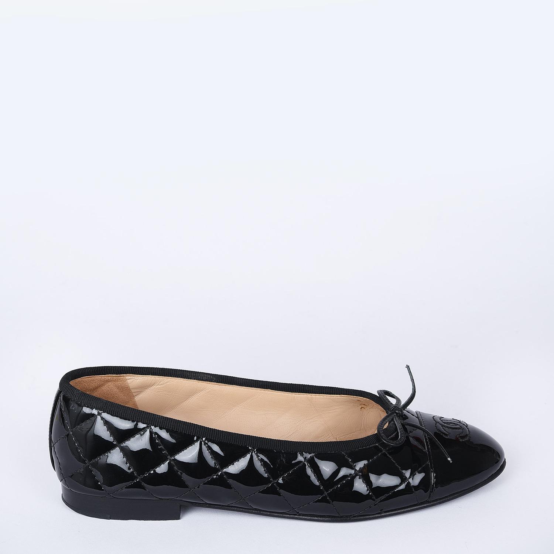 CHANEL Ballerinas Cap Toe Flats Black